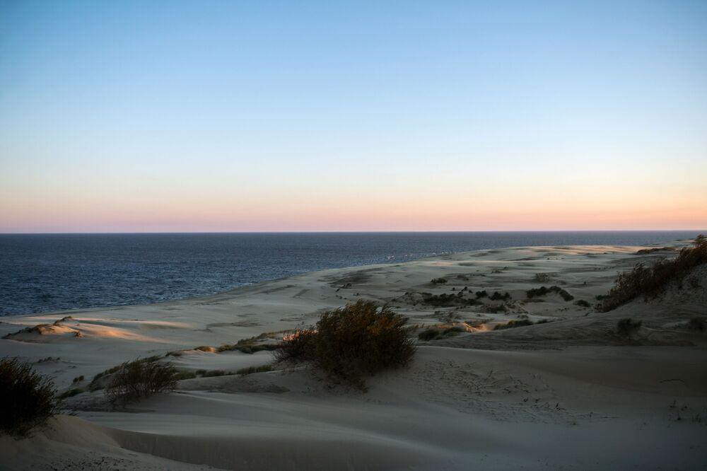 Unikalność parku narodowego Mierzeja Kurońska polega na tym, że jest to największy piaszczysty wał tego typu na świecie.