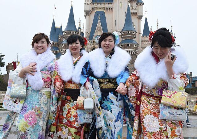 Dzień Pełnoletności, który nazywa się po japońsku Seijin no Hi, jest świętem narodowym.