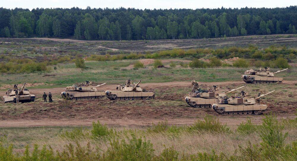 Wojska USA podczas ćwiczeń z czołgami Abrams