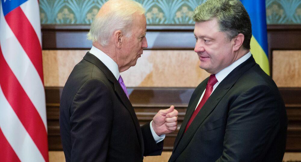 Wiceprezydent USA Joe Biden i prezydent Ukrainy Petro Poroszenko na spotkaniu w Kijowie