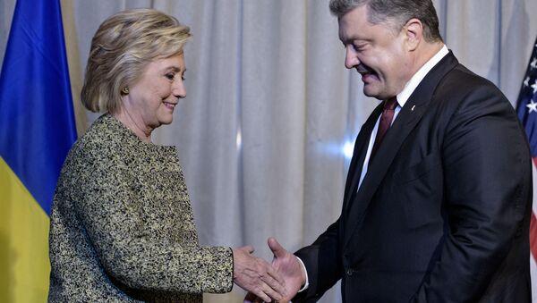 Kandydat na prezydenta USA Hillary Clinton i prezydent Ukrainy Petro Poroszenko na spotkaniu w Nowym Jorku - Sputnik Polska
