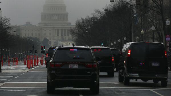 Orszak prezydencki pod budynkiem Kongresu w Waszyngtonie - Sputnik Polska