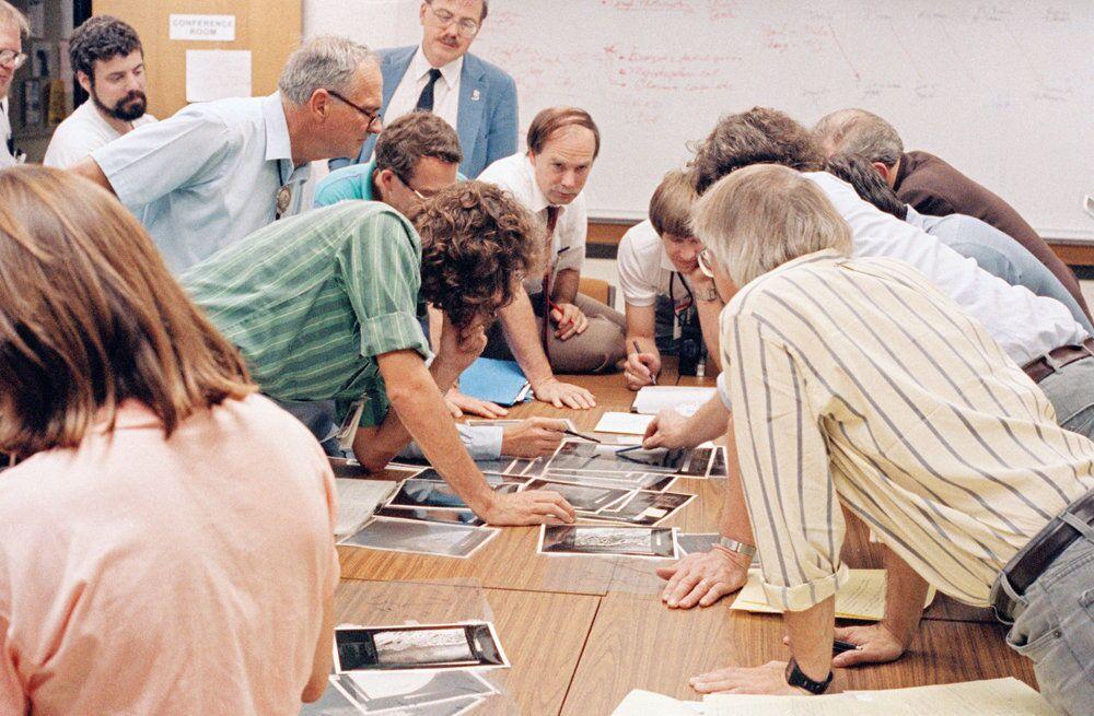 W sierpniu 1989 roku specjaliści otrzymali fotografie Trytonu, największego satelity Neptuna, wykonane przez Voyager-2.
