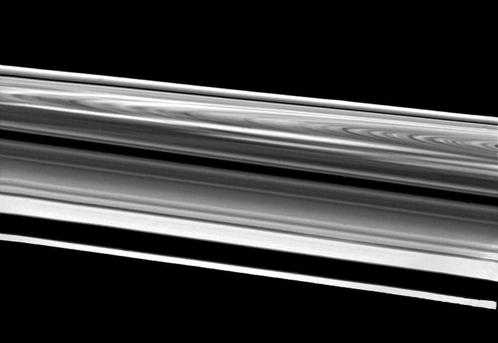 Pierścienie Saturna sfotografowane przez sondę Voyager.