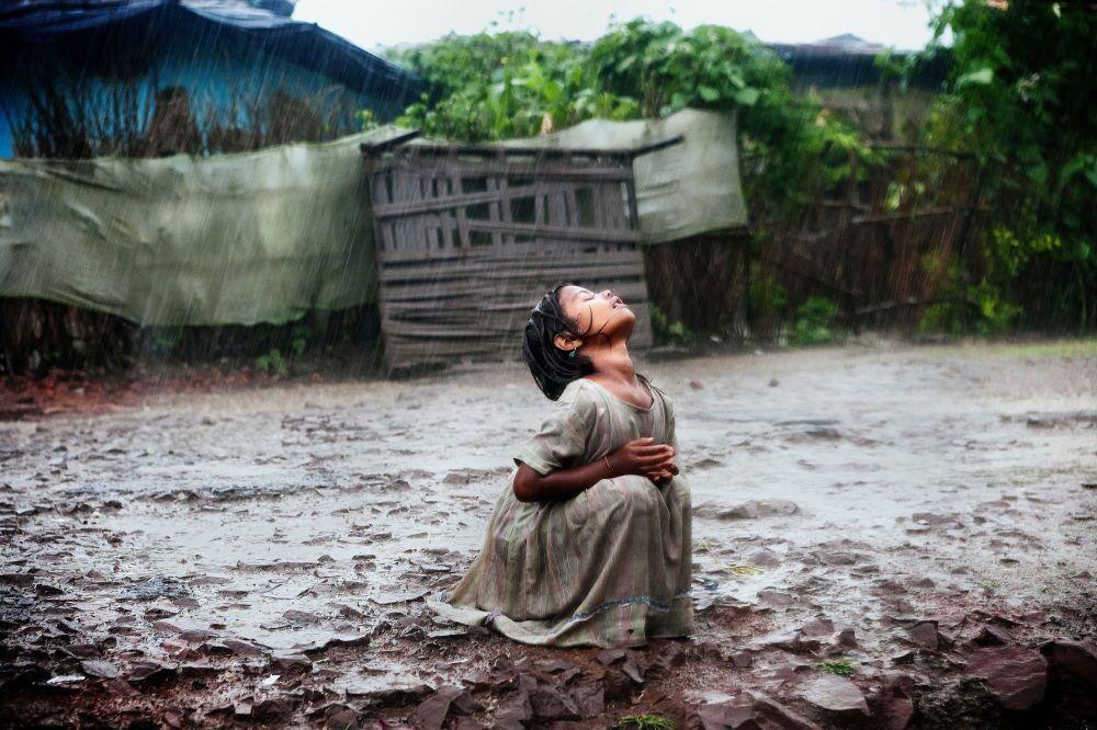 Zdjęcie włoskiego fotografa Alexa Masi Poonam's Tale of Hope in Bhopal, III miejsce Międzynarodowego Konkursu im. Andreja Stenina w kategorii Codzienne życie.