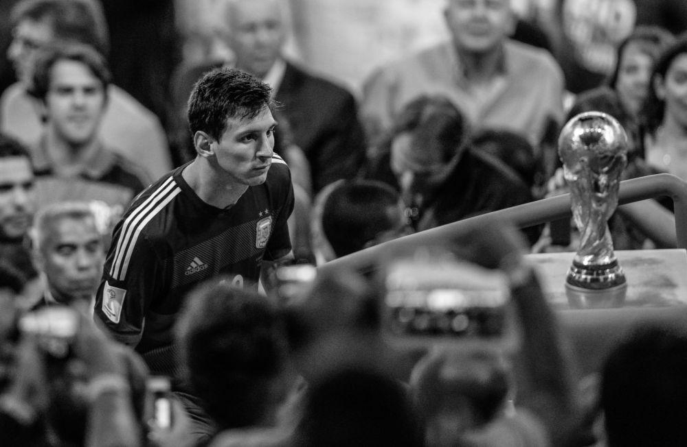 Zdjęcie rosyjskiego fotografa Darii Isajewy Kiedy nie wystarczyło tylko jednego kroku, II miejsce Międzynarodowego Konkursu im. Andreja Stenina w kategorii Sport.