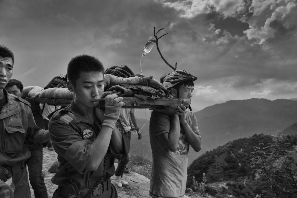Zdjęcie chińskiego fotografa Guanguan Liu Yunan Ludian earthquack, III miejsce Międzynarodowego Konkursu im. Andreja Stenina w kategorii Najważniejsze wiadomości.