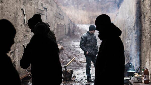 Mieszkańcy miejscowości Marjinka w schronie bombowym - Sputnik Polska