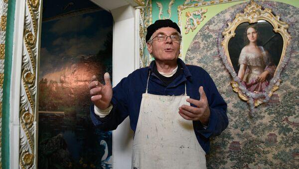 Władimir Czajka namalował freski w stylu barokowym na klatce schodowej w Kijowie - Sputnik Polska