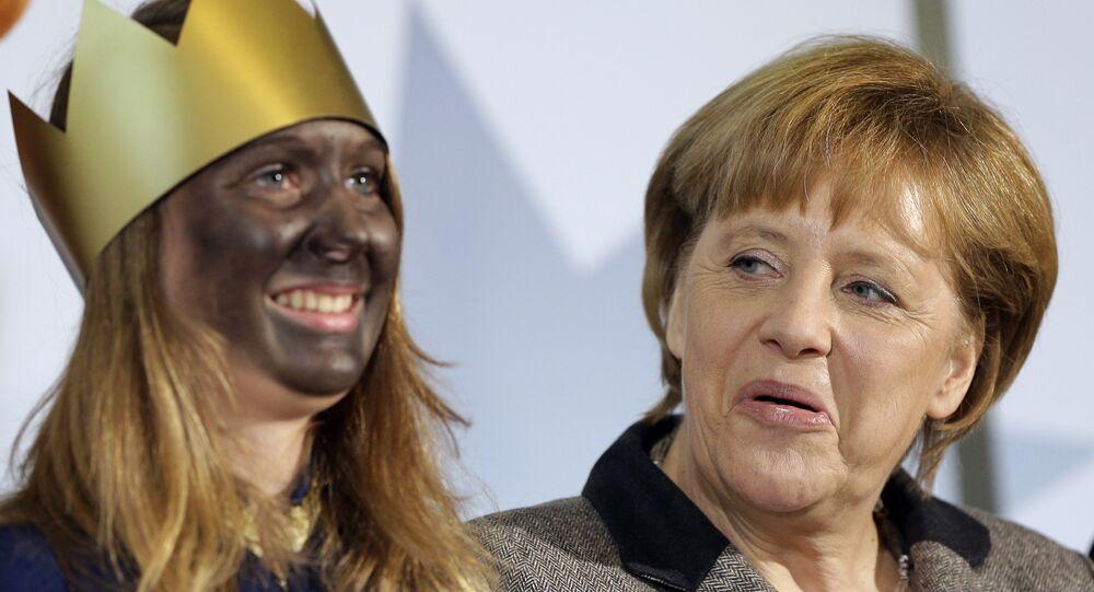 Angela Merkel z uczestniczką przedstawienia z okazji Święta Trzech Króli