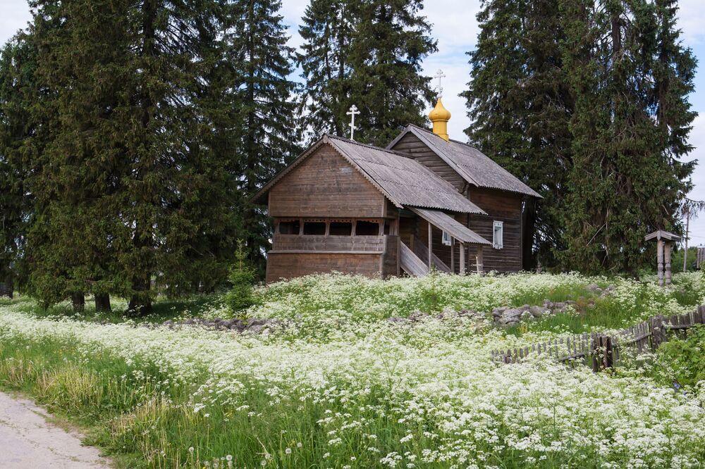 Czasownia Matki Bożej Smoleńskiej(koniec XVII - poczatek XVIII wieku)we wsi Kinierma w Karelii . W 2016 roku wieś Kinierma otrzymała tytuł Najpiękniejsza wieś w Rosji.