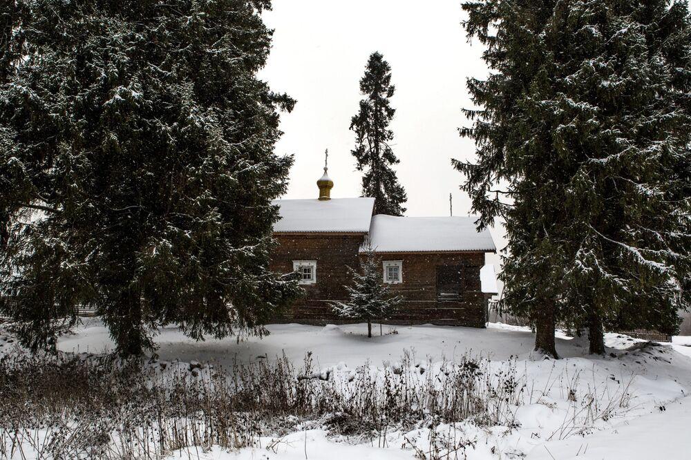 Czasownia Matki Bożej Smoleńskiej we wsi Kinierma w Karelii.