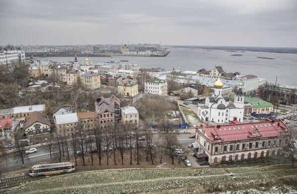 Niżny Nowogród znajduje na spływie rzek Oki i Wołgi. Oka dzieli miasto na dwie części. - Sputnik Polska