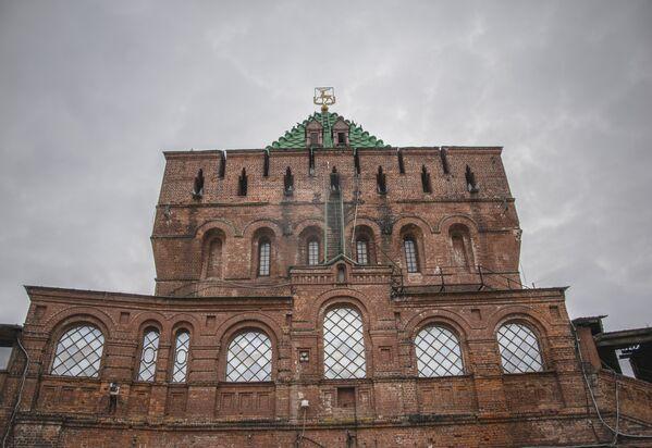 W Niżnym Nowogrodzie zachował się Kreml, który został zbudowany w latach 1500—1518 z czerwonej cegły. Jest to jedyny Kreml w Rosji, który nigdy w swojej historii nie był zdobyty. - Sputnik Polska