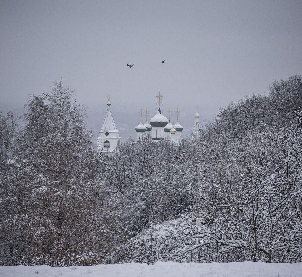 Monaster Pieczerski Wniebowstąpienia Pańskiego znajduje się nad brzegiem Wołgi w pół górze. Jest klasztorem męskim, założonym w XIV wieku.