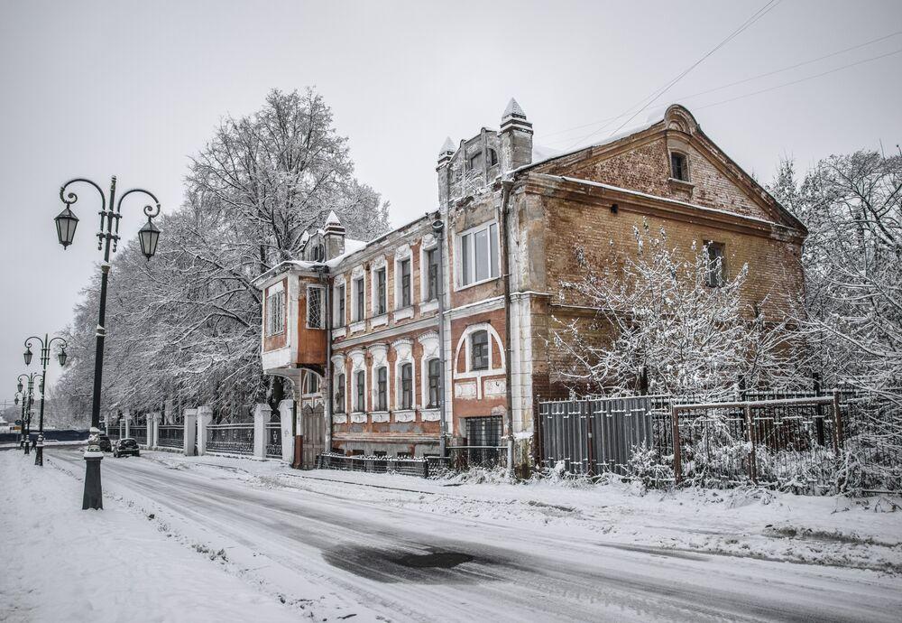 Jeden z wielu historycznych budynków w Niżnym Nowogrodzie o ciekawej architekturze.