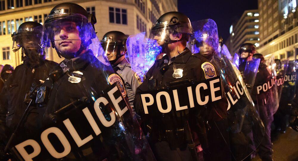 Policja użyła gazu łzawiącego wobec demonstrantów, którzy protestowali w Waszyngtonie przeciwko zaprzysiężeniu Donalda Trumpa na prezydenta USA