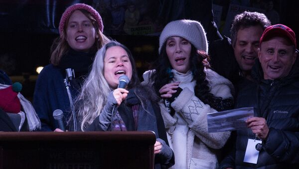 Cher podczas mitingu w Nowym Jorku w przeddzień inauguracji Donalda Trumpa na prezydenta USA, 19.01.2017 - Sputnik Polska