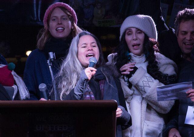Cher podczas mitingu w Nowym Jorku w przeddzień inauguracji Donalda Trumpa na prezydenta USA, 19.01.2017