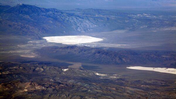 Jezioro w Strefie 51 w stanie Nevada, USA - Sputnik Polska