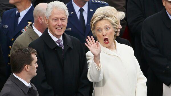Bill Clinton i Hillary Clinton - Sputnik Polska