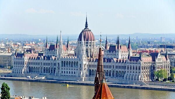 Widok na budynek węgierskiego parlamentu, Budapeszt - Sputnik Polska