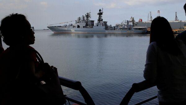 Niszczyciel rakietowy Admirał Tribuc zawijający do portu - Sputnik Polska
