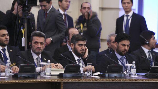 Rozmowy nt. konfliktu w Syrii, Astana. Na zdjęciu Mohammad Alloush reprezentujący syryjską opozycję - Sputnik Polska