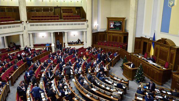 Deputowani na posiedzeniu Rady Najwyższej Ukrainy w Kijowie - Sputnik Polska