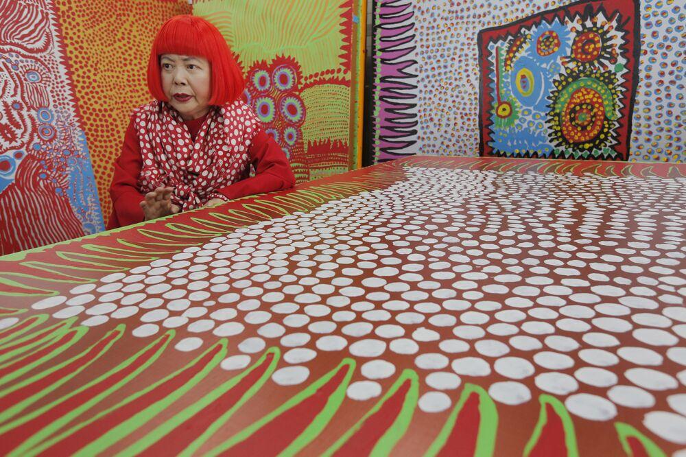 Japońska malarka awangardowa Yayoi Kusama udziela wywiadu w Tokio