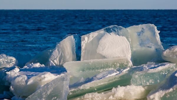 Lód na jeziorze Onega w Karelii - Sputnik Polska