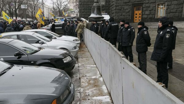 Protest ukraińskich kierowców przed budynkiem rządu Ukrainy w Kijowie - Sputnik Polska