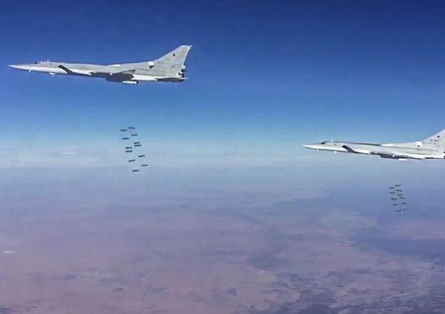 Tu-22M3, które wystartowały z terytorium Rosji, przeprowadziło we wtorek naloty na obiekty organizacji terrorystycznej Państwo Islamskie w prowincji Dajr az-Zaur