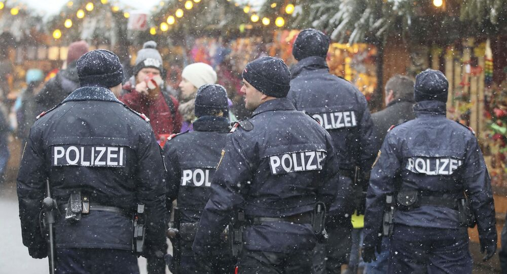 Patrol policji na bożonarodzeniowym jarmarku w Austrii