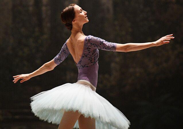"""W Teatrze Wielkim trwają obecnie próby do baletu najpopularniejszego kompozytora rosyjskiego Piotra Czajkowskiego """"Śpiąca Królewna""""."""