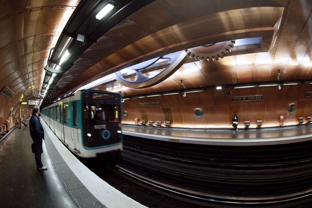 Stacja Arts et Metiers w Parużu, Francja