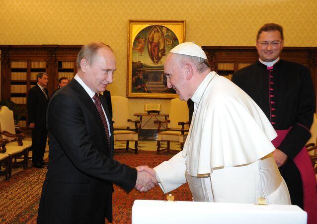 Prezydent FR Władimir Putin i papież Franciszek