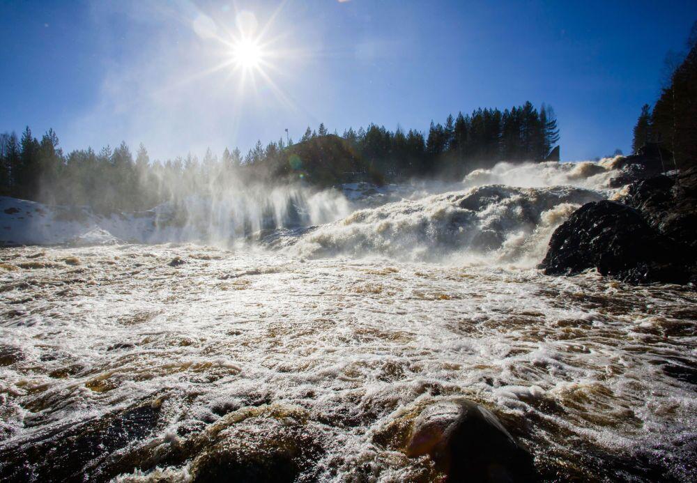 Wodospad Girwas na rzece Suna w rejonie Kondopożskim Republiki Karelii
