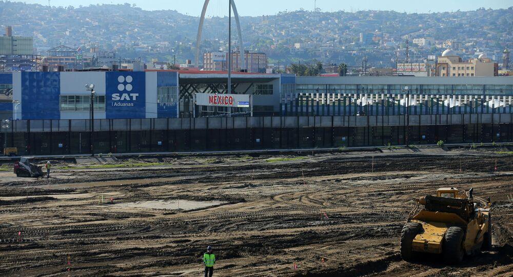Budowa w okolicach portu wjazdu z Meksyku do USA