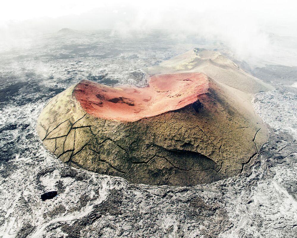Pokryte mchem kratery pośród pól z lawy, które powstały w wyniku wielkiej erupcji wulkanu Tolbaczyk w 2013 roku