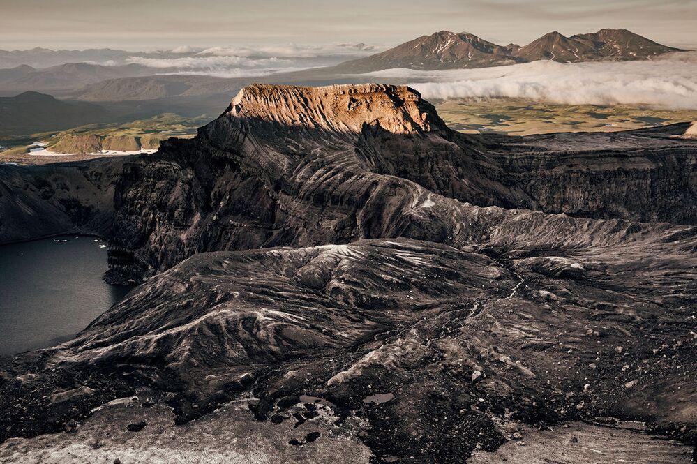 Widok na krater wulkanu Gorielyj
