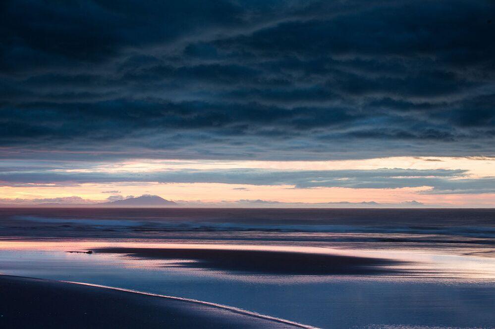 Świt nad brzegiem Oceanu Spokojnego na Kamczatce