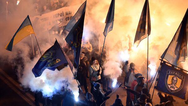 Marsz z pochodniami w Kijowie z okazji rocznicy bitwy kijowskich studentów z radzieckim oddziałem pod Krutami - Sputnik Polska