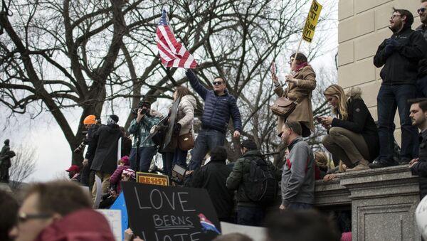 Protestujący przeciwko polityce migracyjnej Donalda Trumpa w Waszyngtonie - Sputnik Polska