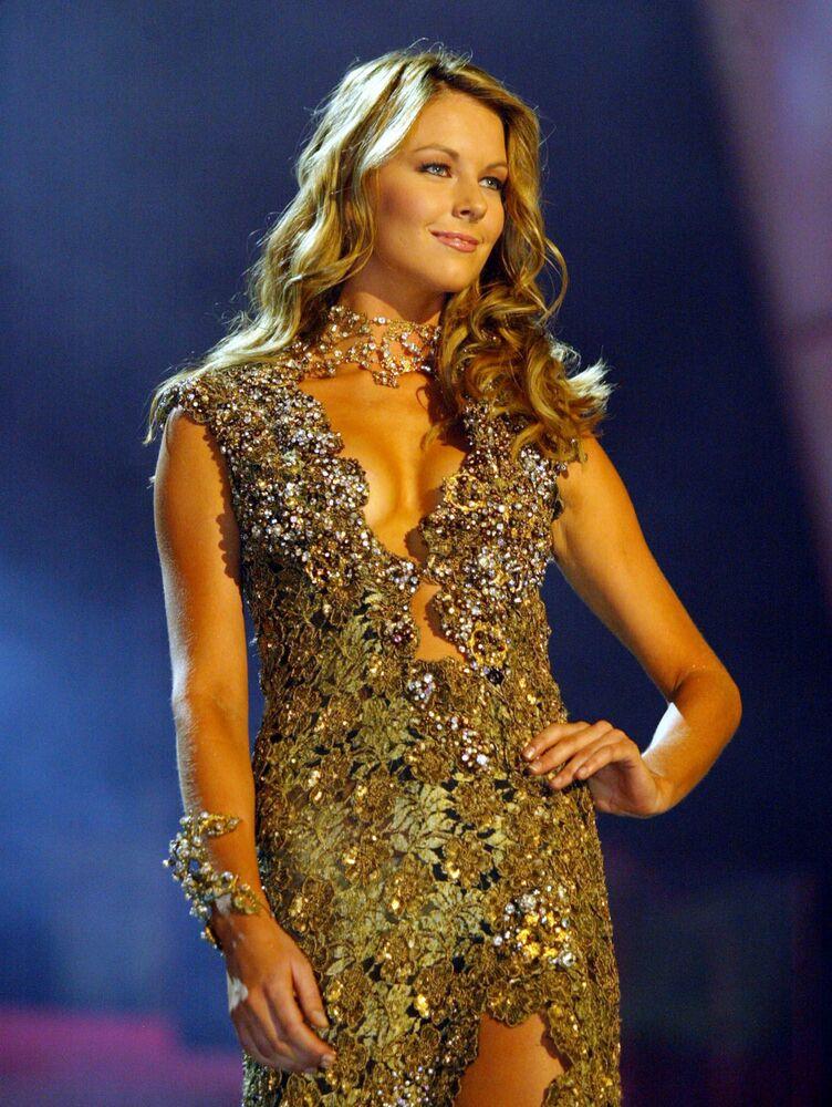 Zwyciężczyni konkursu Miss Universe 2004 Jennifer Hawkins z Australii