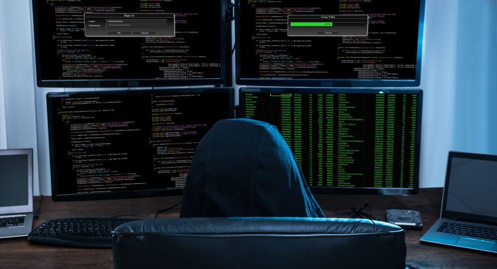 Haker przed komputerem