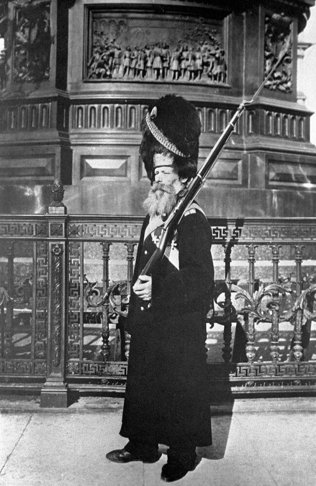 Pałacowy grenadier, 1913
