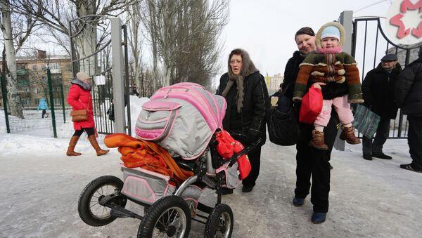 Mieszkańcy czekają na ewakuację z Awdijiwki - Sputnik Polska