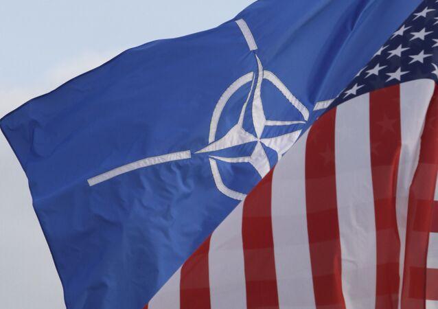 Flagi NATO i USA
