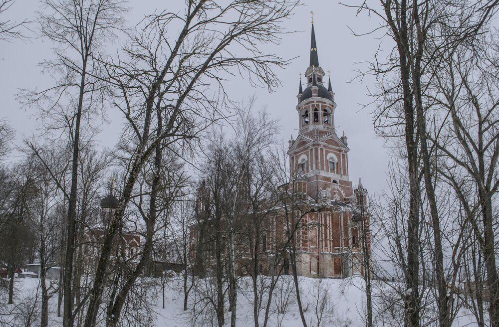 Katedra znajdująca się w możajskim Kremlu  została nazwana na cześć świętego Mikołaja, co jest dosyć rzadkim zjawiskiem, ponieważ zazwyczaj katedry w Kremlach są pod wezwaniem Wniebowzięcia Najświętszej Maryi Panny albo Trójcy Świętej. W taki sposób została upamiętniona pomoc świętego.